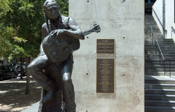 1280px-Willie_Nelson_Statue_(Austin_City_Limits)